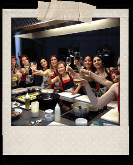 Chicas en un taller de cocina